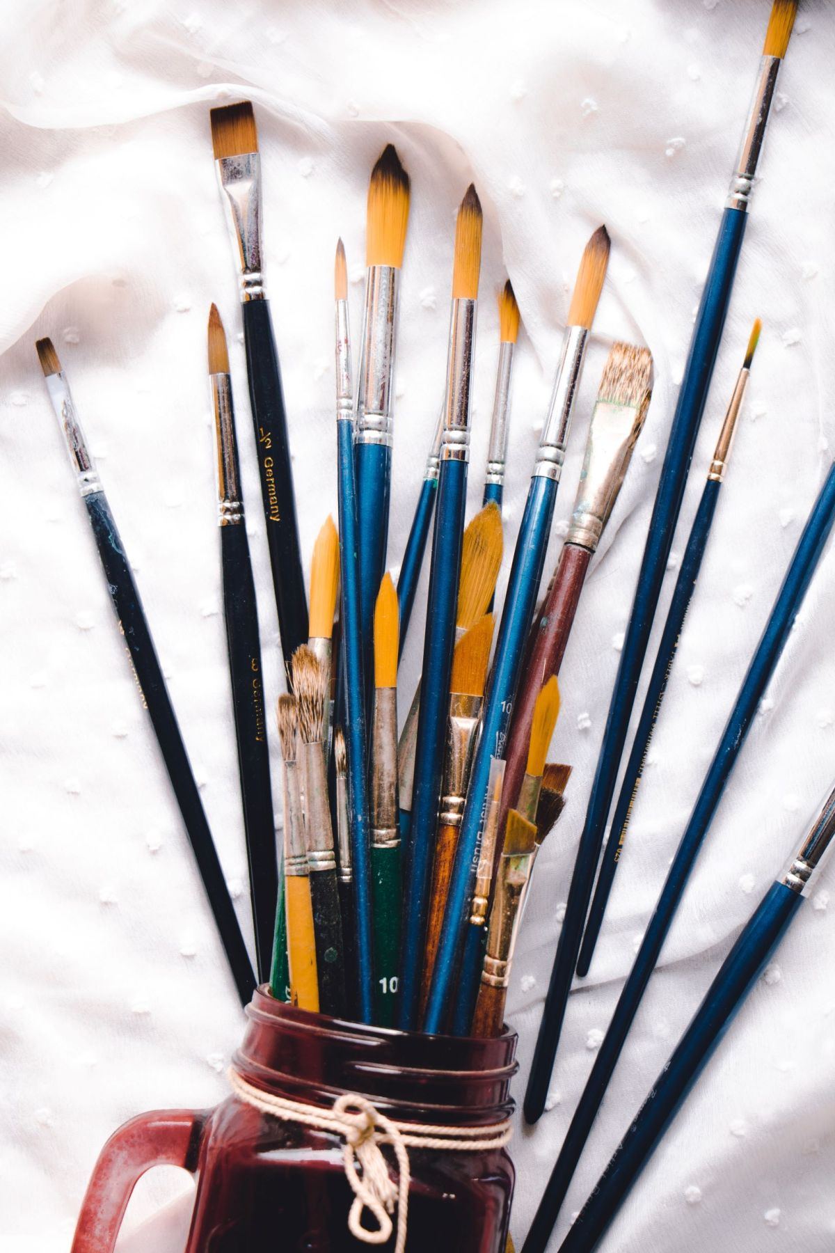 brushes kasturi-roy-1419785-unsplash