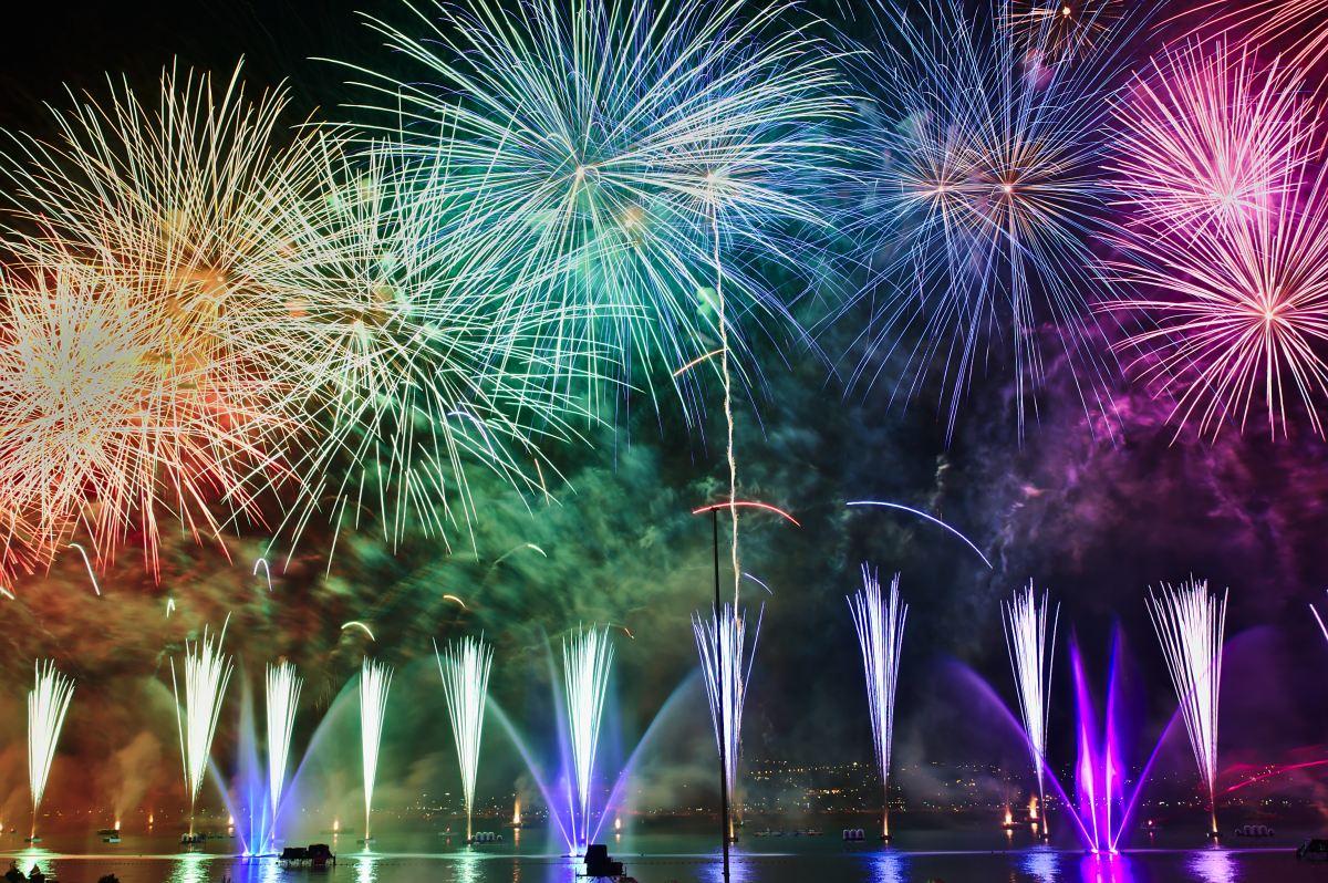 fireworks nicolas-tissot-2XSpU-6siwk-unsplash